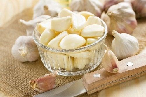 Descoperă proprietățile curative ale usturoiului