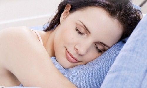 Dormi bine cu un spray pentru pernă natural