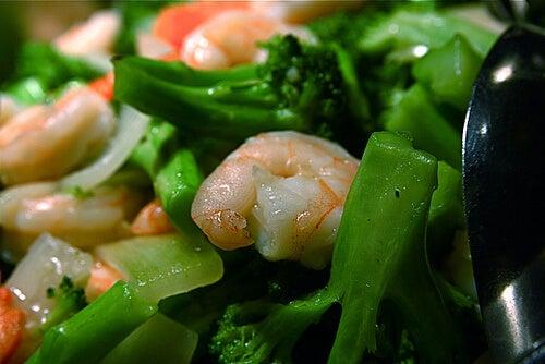 Reduci nivelul de trigliceride cu porții mici de mâncare