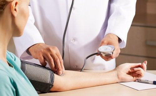Obiceiuri precum îmbrățișările te ajută să-ți reglezi tensiunea arterială