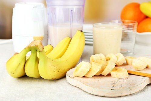 Bananele contribuie la îndreptarea părului