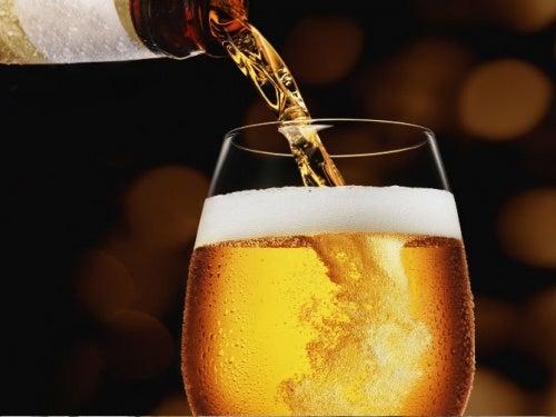 Consumată cu moderație, berea oferă diverse beneficii pentru sănătate
