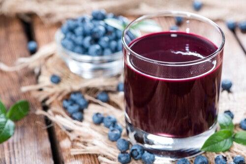 Coacăzele sunt unele dintre alimentele bogate în flavonoide