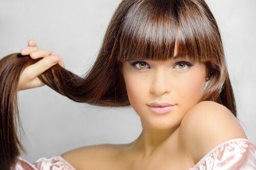 Creșterea părului este stimulată de la rădăcini