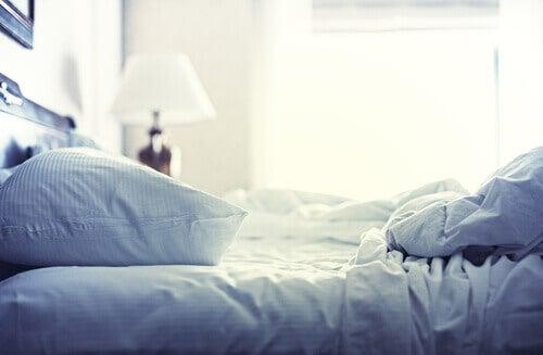 Cum să elimini alergenii din dormitor