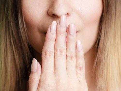 Insuficiența renale poate cauza apariția unui gust metalic în gură