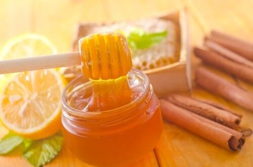 Mierea și scorțișoara – beneficii incredibile