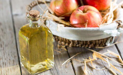 Oțetul de mere tratează ciuperca unghiei