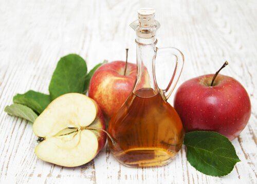 Oțet de mere în remedii naturiste pentru păduchi