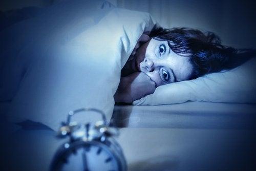 Paralizia în somn este o manifestare frecventă