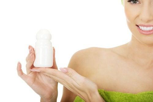 Produsele antiperspirante nu trebuie aplicate niciodată pe pielea feței