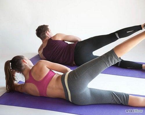 Exercițiile Pilates the ajută să-ți antrenezi picioarele