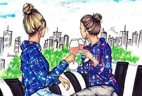 Prietenă și soră în oraș la cafenea