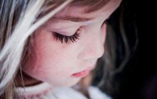Rănile emoționale pot proveni încă din copilărie