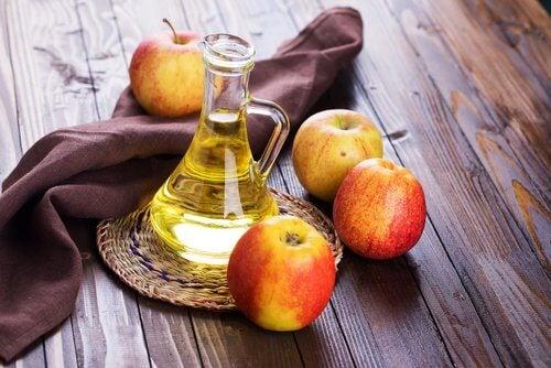 Remedii naturiste pentru bufeuri precum oțetul de mere