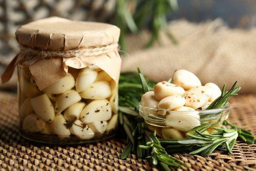 Remedii pentru otita externă precum uleiul de usturoi