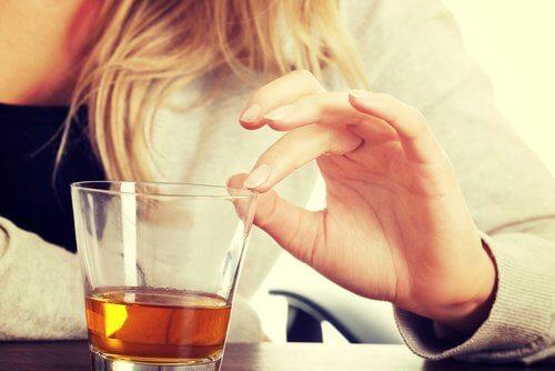 Băuturile alcoolice promovează sforăitul