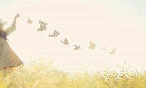 Acceptând singurătatea, devenim mai liberi