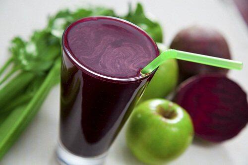 Smoothie ce combate stresul din măr și sfeclă