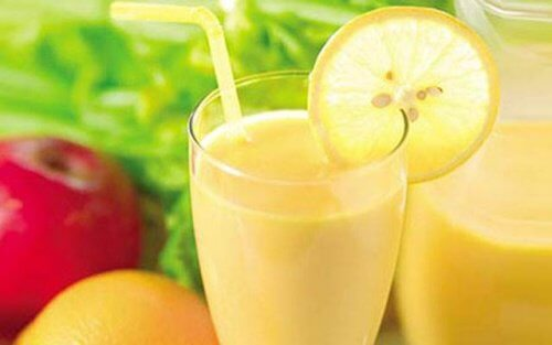 Smoothie cu măr, lămâie și grepfrut pentru slăbit
