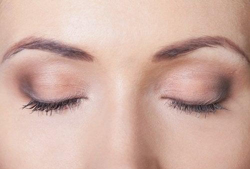 În somn, mișcările oculare se intensifică