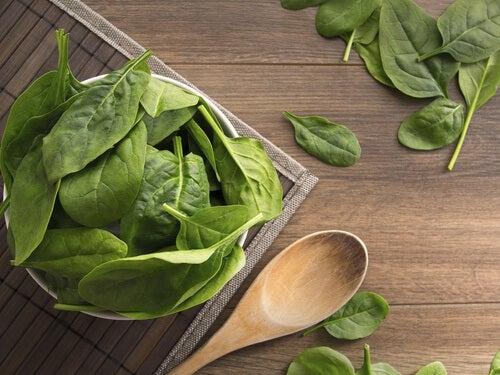 Spanac ce tratează lipsa de vitamine