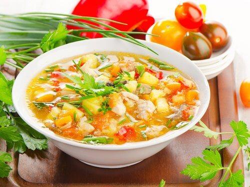 Supa este o mâncare hidratantă