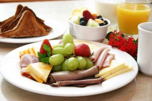 Pentru a preveni cariile consumă trei mese pe zi