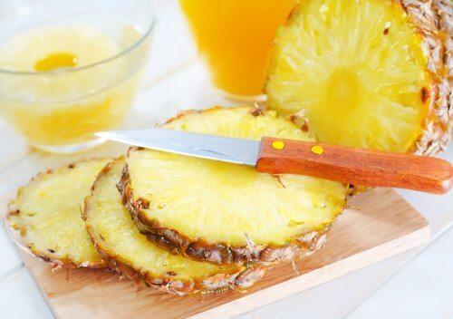 Ananasul este util pentru a elimina acrocordoanele