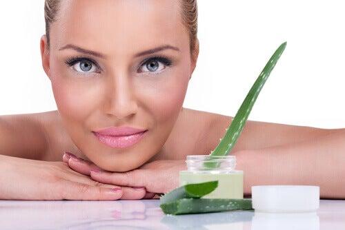 Aloe vera pentru întinerirea pielii gâtului