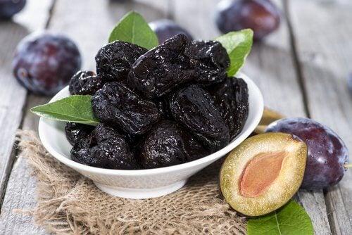 Beneficiile fructelor deshidratate și ale prunelor