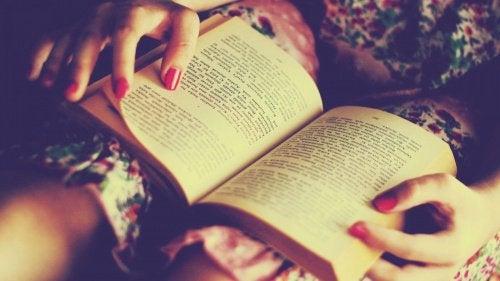Cititul este benefic pentru creier și previne demența