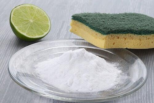 Sfaturi pentru curățarea suprafețelor dificile și a petelor de grăsime