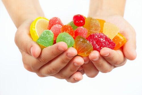Evită dulciurile pentru a preveni cariile