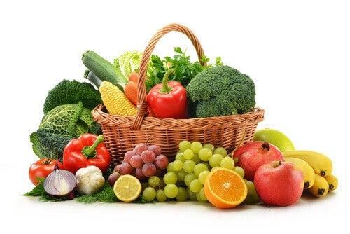 Fructe și legume crude pentru a preveni cariile