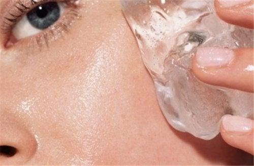 Terapia cu gheață înfrumusețează pielea