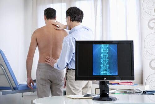 Hernia de disc trebuie diagnosticată de medic