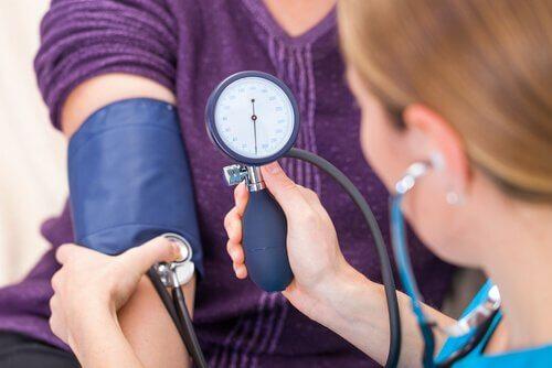 Hipotiroidismul poate cauza hipertensiune arterială