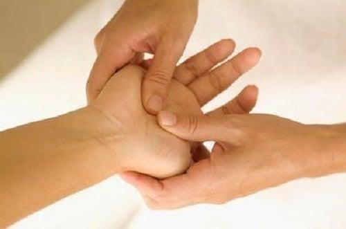 Terapia Jin Shin Jyutsu presupune să-ți masezi degetele