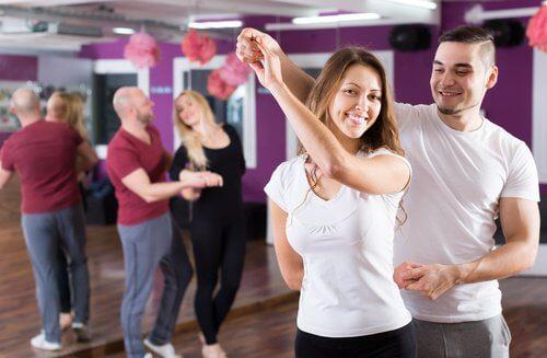 Kizomba este un dans care modeează corpul
