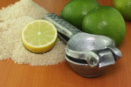 Limeta și zahărul întăresc unghiile fragile