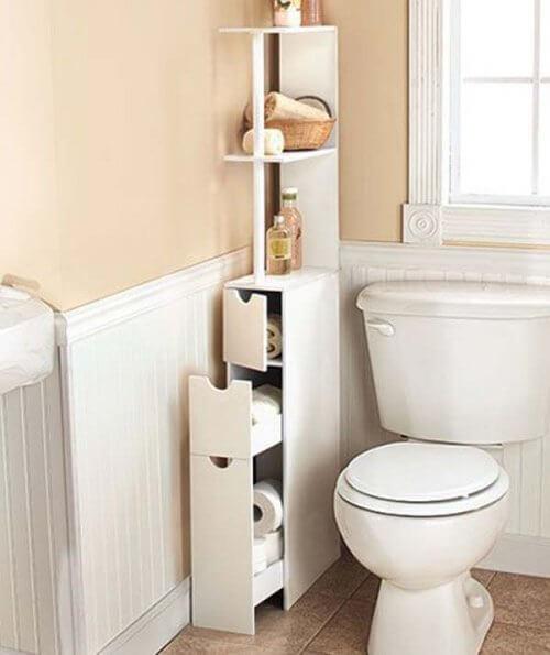 Mobilierul îngust lasă mai mult spațiu liber în baie