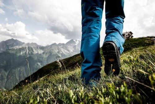 O plimbare te poate ajuta să gândești mai pozitiv