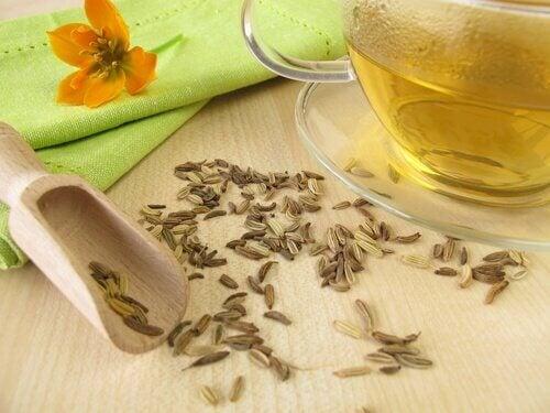 Există diverse ceaiuri pentru a combate retenția de apă