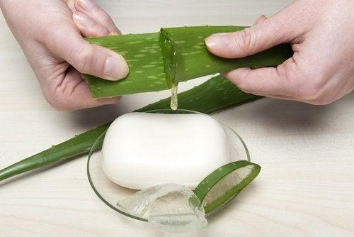 Poți utiliza gel de aloe pentru a prepara un săpun de casă minunat