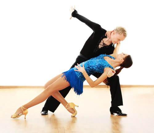 Salsa este un dans care modeează corpul