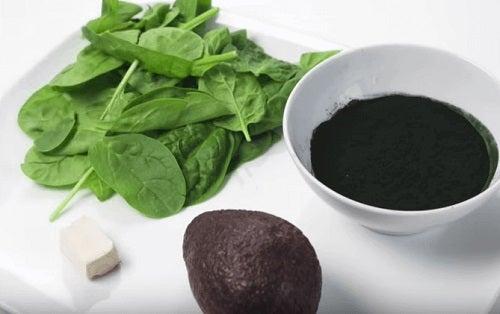 Nutrienții din spanac combat căderea părului