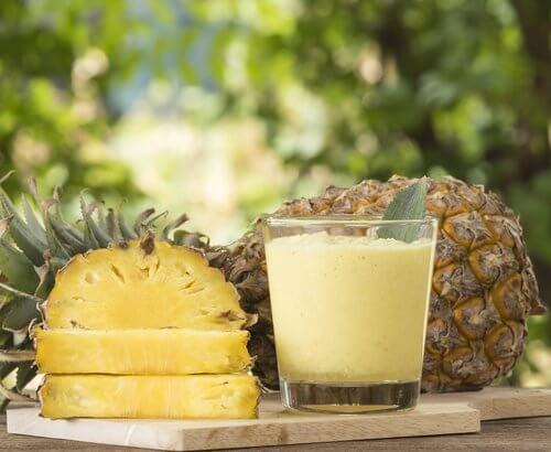 Un suc de ananas subțiază talia