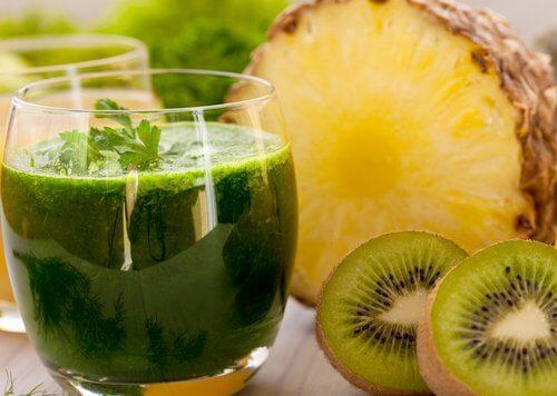 Sucul de kiwi te ajută să-ți subțiezi talia
