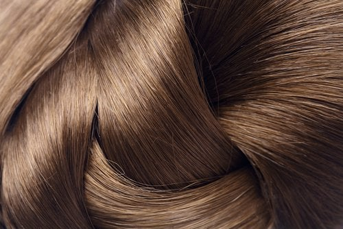 Tratament pentru păr cu aspirină care oferă strălucire